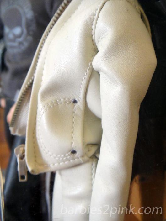 Bolso na jaqueta | Foto: Caori
