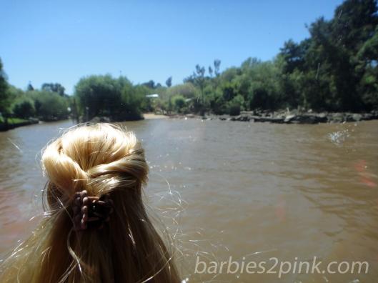 Nina no passeio pelo rio | Foto: Caori para BS2P