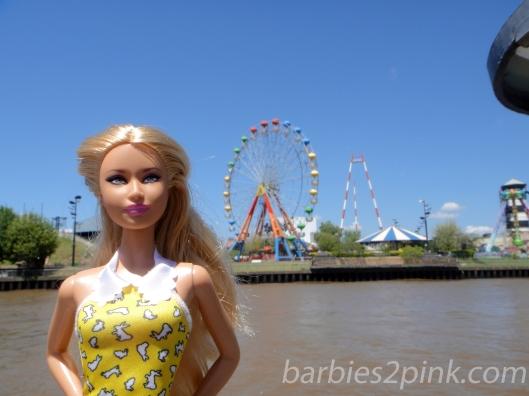 Nina e um parque de diversões no Tigre e Delta | Foto: Caori para BS2P