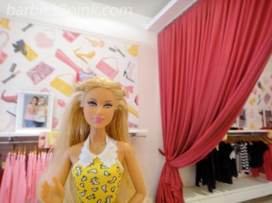 Nina na Barbie Store | Foto: Caori para BS2P