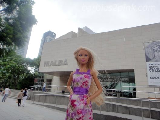 Nina em frente ao Malba | Foto: Caori para BS2P