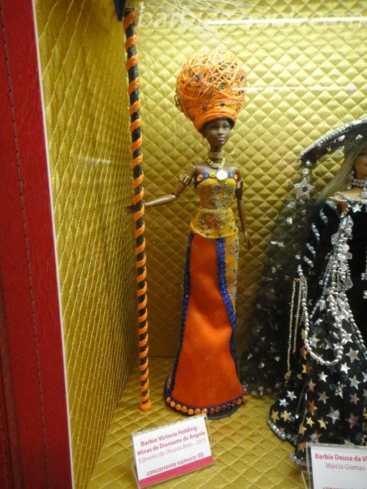 A Barbie Victoria Holding - Minas de Diamantes de Angola criada por Ed Brito | Foto: Caori para BS2P