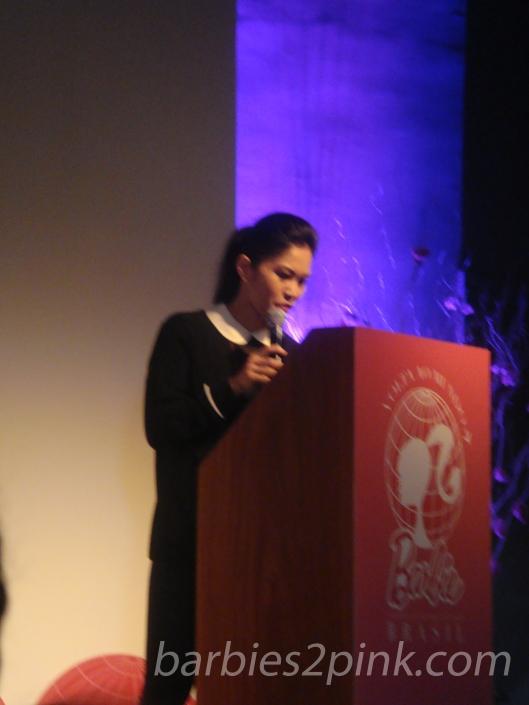 Linda Kyaw dando sua palestra | Foto: Caori para BS2P